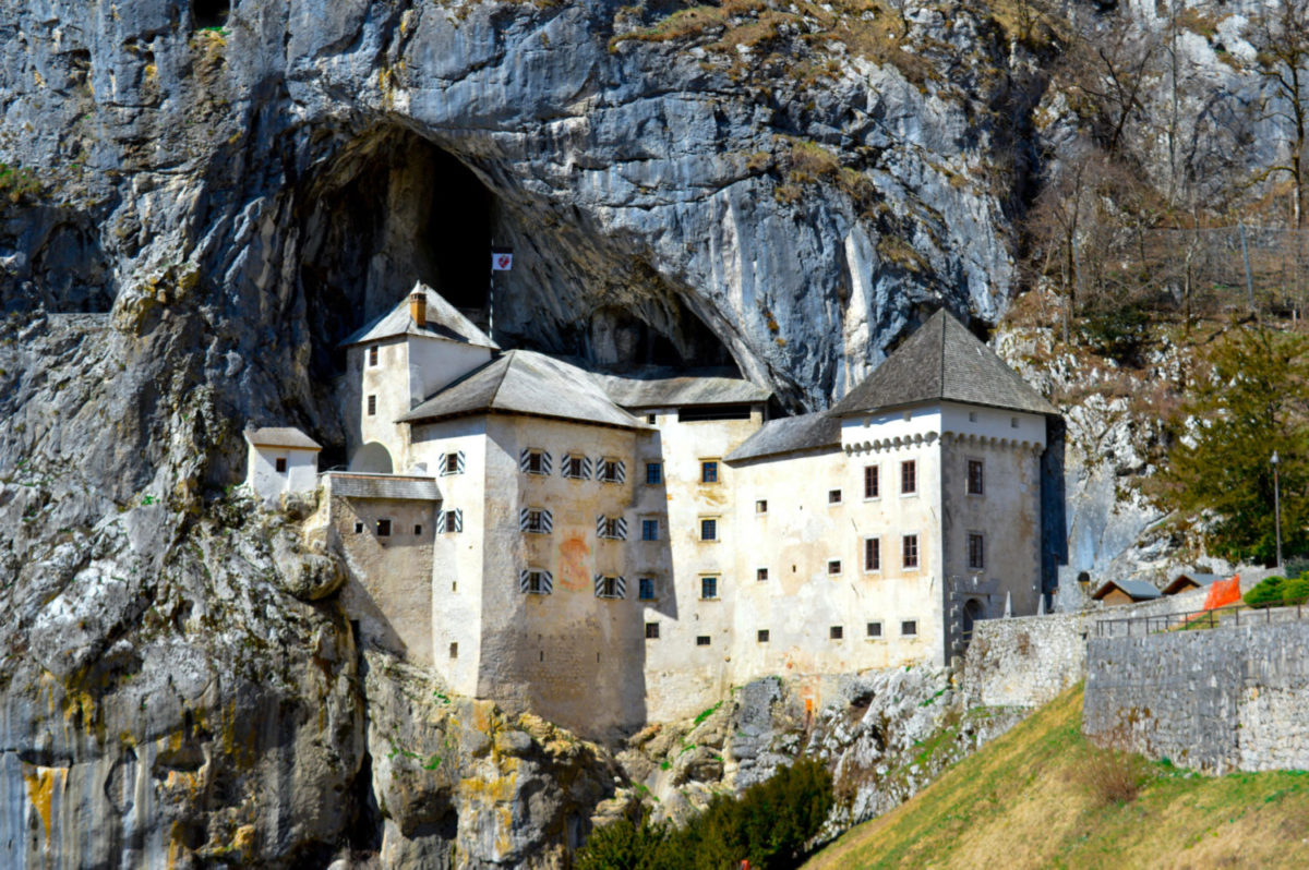 how to get to predjama castle